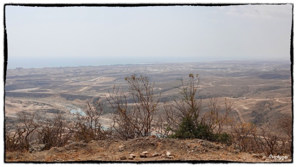 From the heights above upper Wadi Darbat, the vegetation is burning out in the heat...